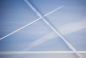 condensation-trails-931834_1920