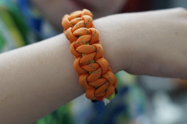 bracelet-853800_1920